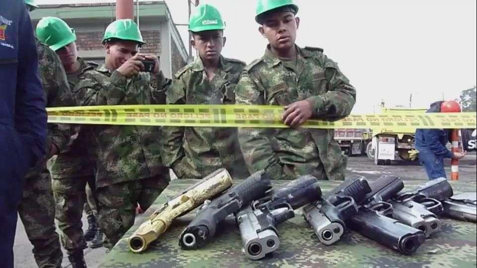 Colombia funde 8.000 armas de grupos ilegales