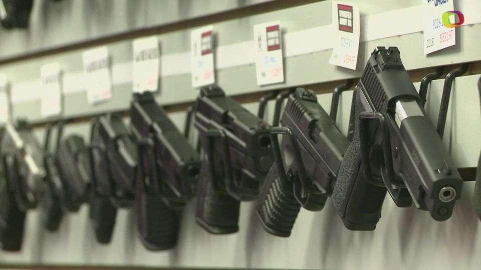 Venta de armas aumenta durante protestas en EEUU