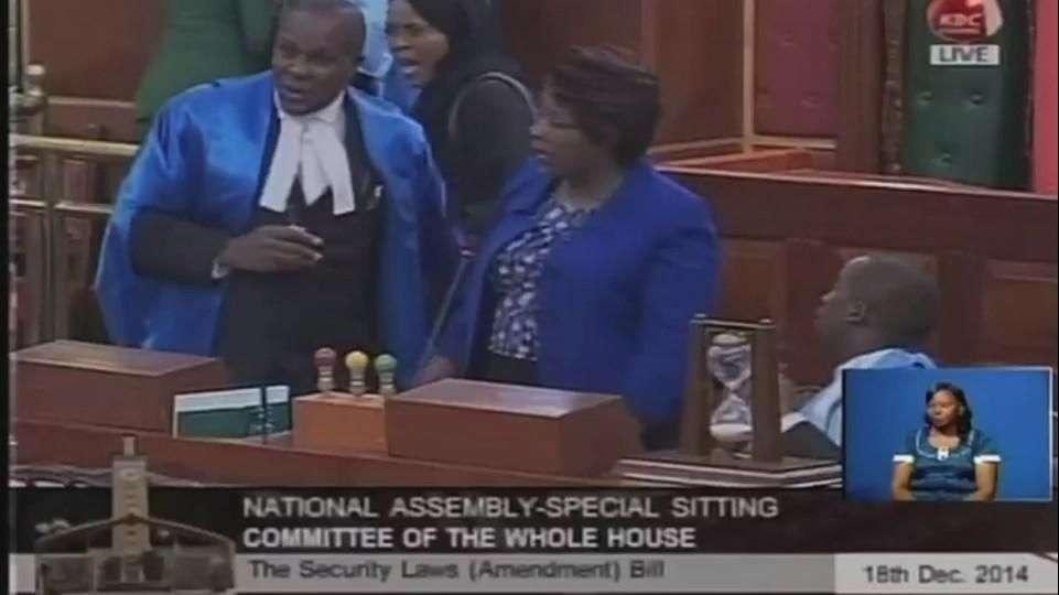 Caos en el parlamento de Kenia