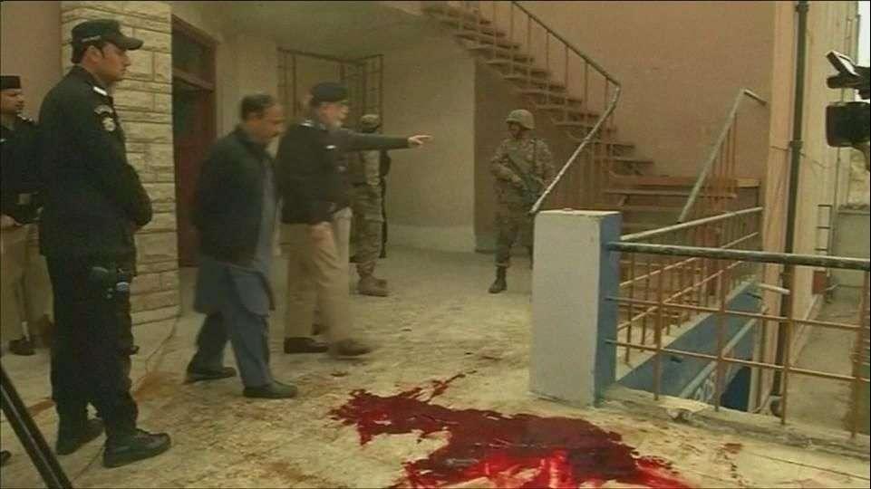 Estudiantes relatan masacre en Pakistán