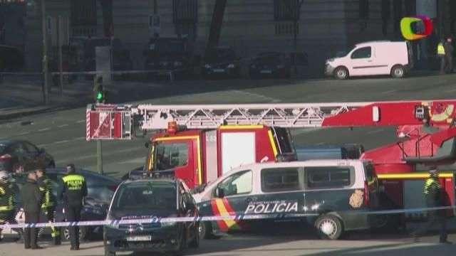 Hombre 'arruinado' estrella su vehículo contra edificio ...