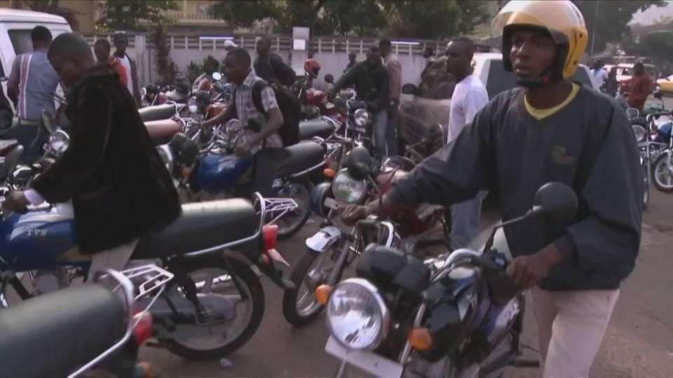 Enfrentar al ébola sobre una moto