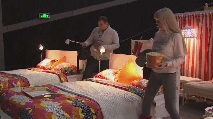 Cinéfilos pueden acostarse en el cine sobre una cama
