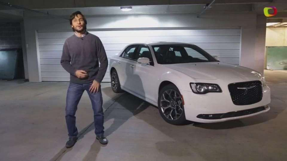 Video: Prueba Chrysler 300 2015