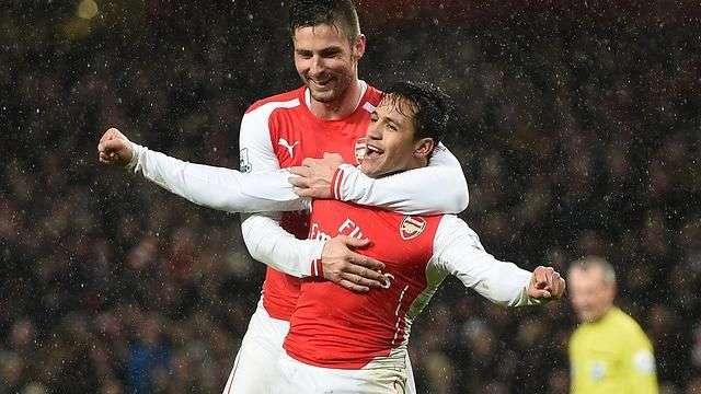 Alexis anotó y fue figura en la victoria 2-1 del Arsenal