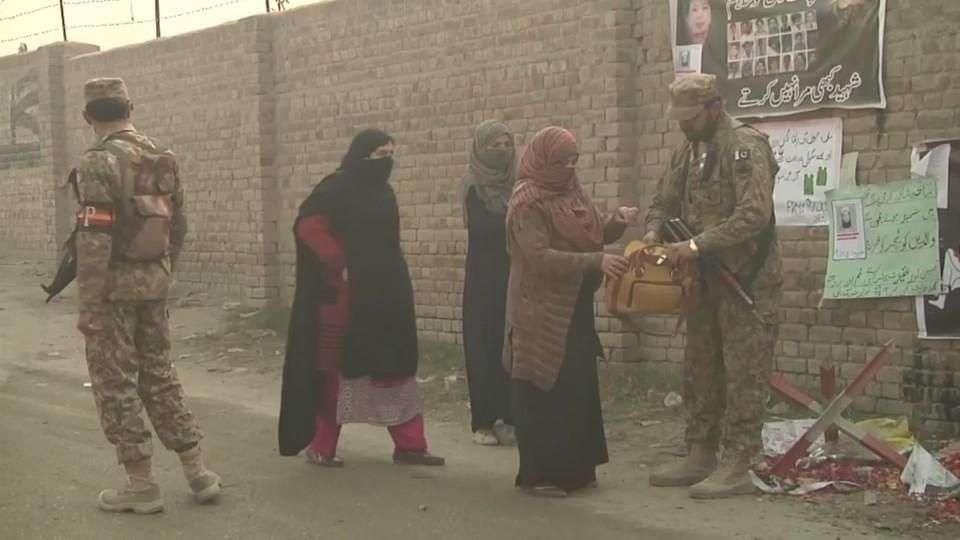 Alta seguridad en Peshawar tras masacre de estudiantes