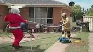 Santa Claus rescata hombre atrapado en incendio
