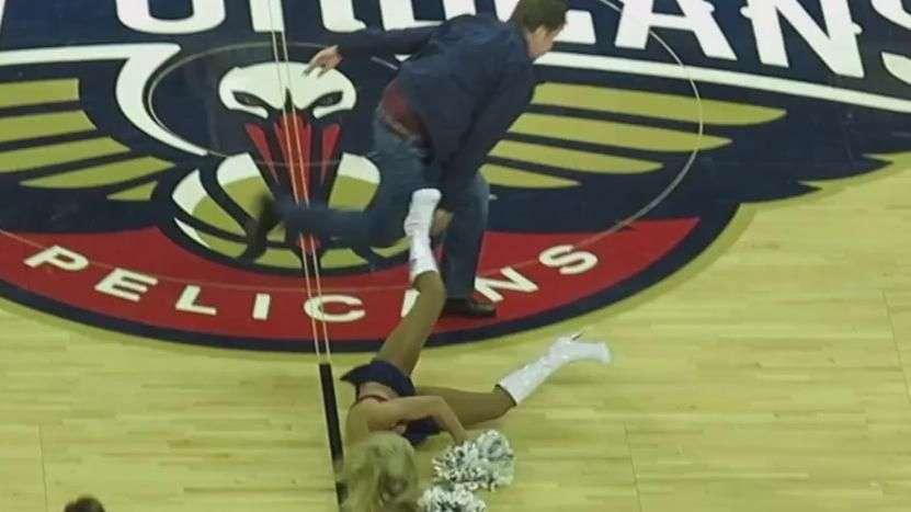 Will Ferrell da pelotazo en la cara a porrista de la NBA