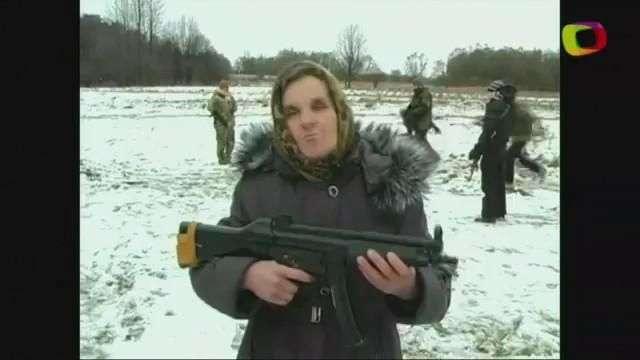 Abuelita ucraniana combate a balazos a los separatistas