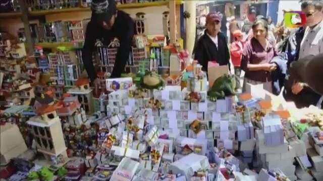 Bolivia pide abundancia al Dios 'Ekeko'