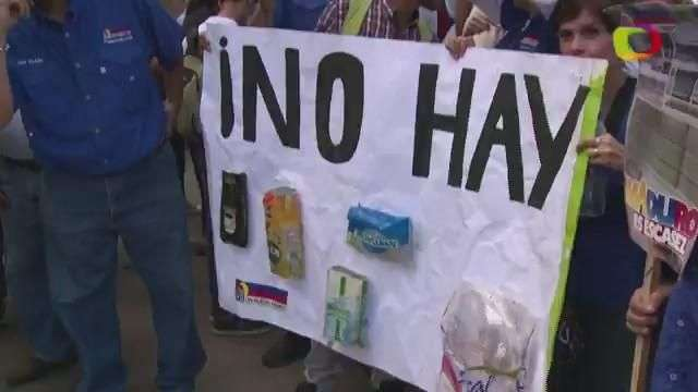 Miles protestan en Venezuela por escasez