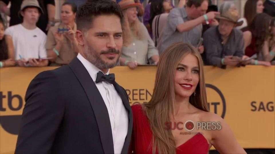 Sofía Vergara luce anillo de compromiso en una gala