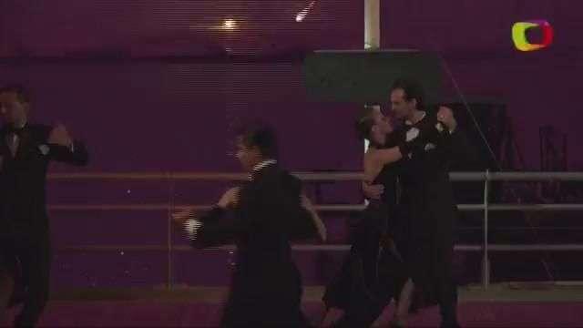 Artista chino combina pirotecnicos, música y tango en ...