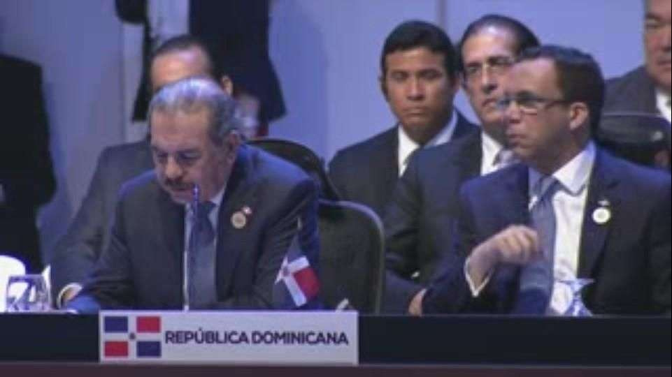 Medina pide a países de Celac no competir entre sí