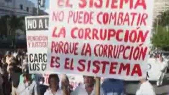 Miles claman contra Martinelli en Panamá