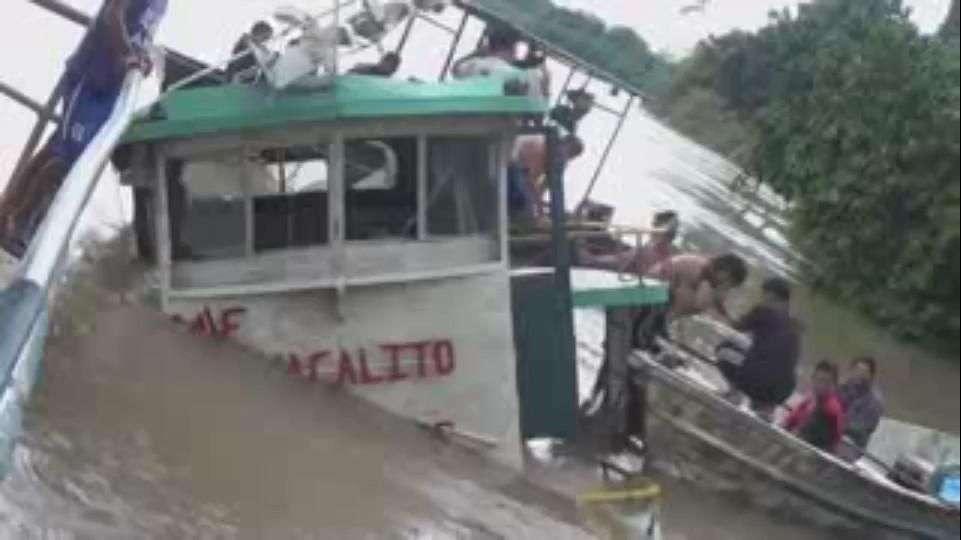 Continúa búsqueda de desaparecidos por naufragio en Perú