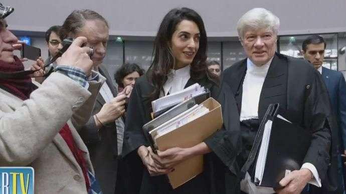 Vean el estilo de Amal Clooney en el Tribunal!