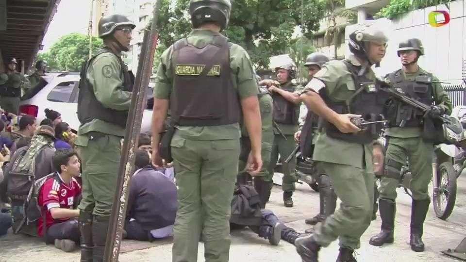Militares usarán armas en protestas en Venezuela