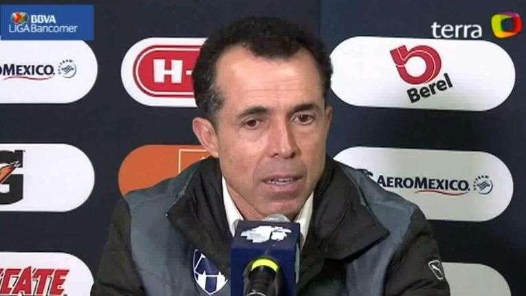 Carlos Barra justifica reacción de aficionados por falta...