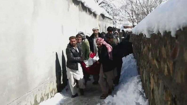 Más de 200 muertos por aludes en Afganistán