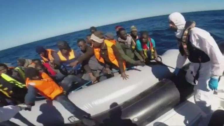 Nuevo naufragio de migrantes deja 10 muertos en Italia