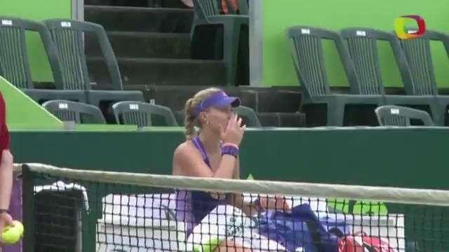 Kristina Mladenovic avanza a cuartos de final en Abierto...
