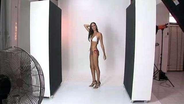 Modelo árabe-israelí rompe el tabú al posar en bikini
