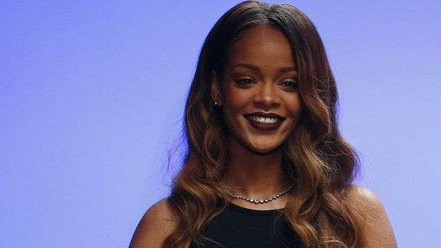 Rihanna muestra sus diseños en la pasarela de Londres