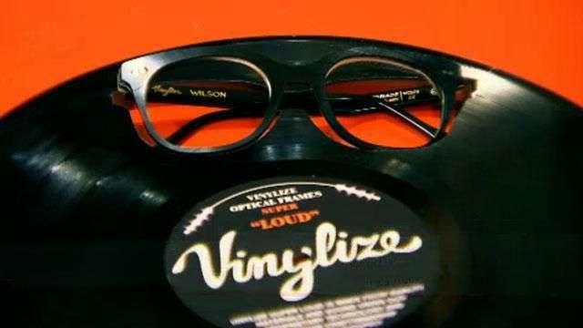 Crean anteojos modernos hechos con discos de vinilo
