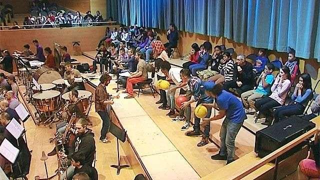 Un concierto de música clásica a ritmo de rap y pelotas de basket