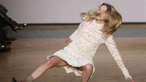 ¡Trágame tierra! Estas son las peores caídas de modelos en pasarelas de moda