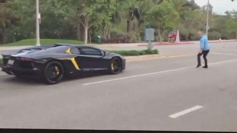 Video: Arroja piedras contra Lamborghini