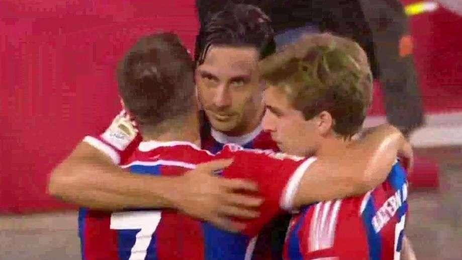 Claudio Pizarro anota gol del triunfo del Bayern Múnich sobre Chivas