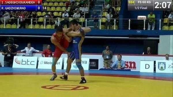 Luchador sorprende en campeonato mundial con extraordinaria maniobra