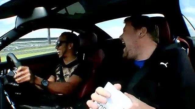 Lewis Hamilton concede una entrevista en alta velocidad