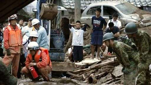 Al menos 27  muertos por deslizamiento de tierra en Japón