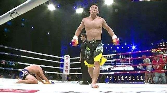 Luchadores chinos suben al ring para salir de la pobreza