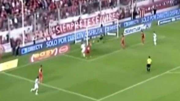 Jugador de Vélez se despacha este golazo olímpico