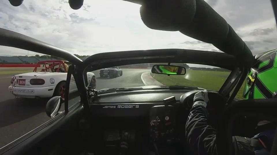 Video: Jugando sucio en la Mazda MX5 Cup