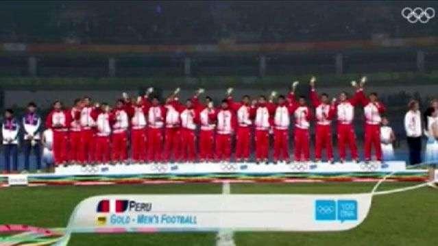 Sub 15 de Perú canta con emoción el himno peruano