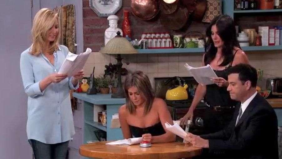 Friends: Rachel, Monica y Phoebe graban una nueva escena