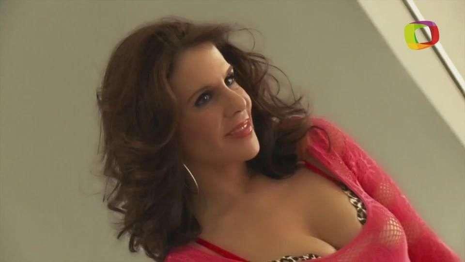 Rebecca Jones, la mujer cougar' en 'Señora Acero'