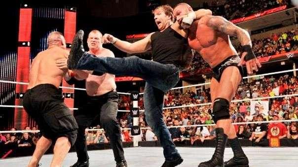 RAW: el duelo entre Cena y Orton termina en una batalla campal