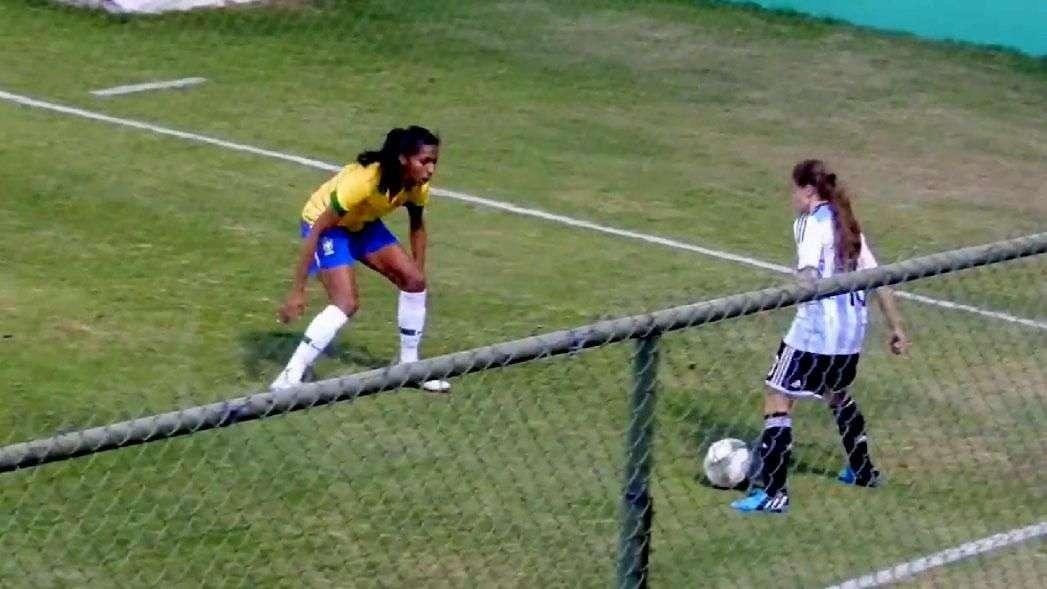 Jugadora argentina humilla a defensora brasileña en la Copa América femenina