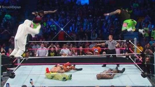 SmackDown: espectacular exhibición de Los Usos y el conejito