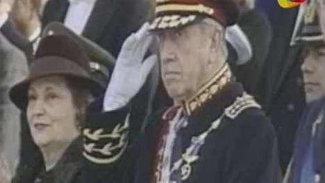 Juez que indaga la fortuna de Pinochet dice que su viuda puede vender su residencia