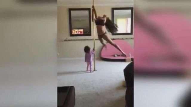 Polémica por mujer haciendo pole dance con su bebé