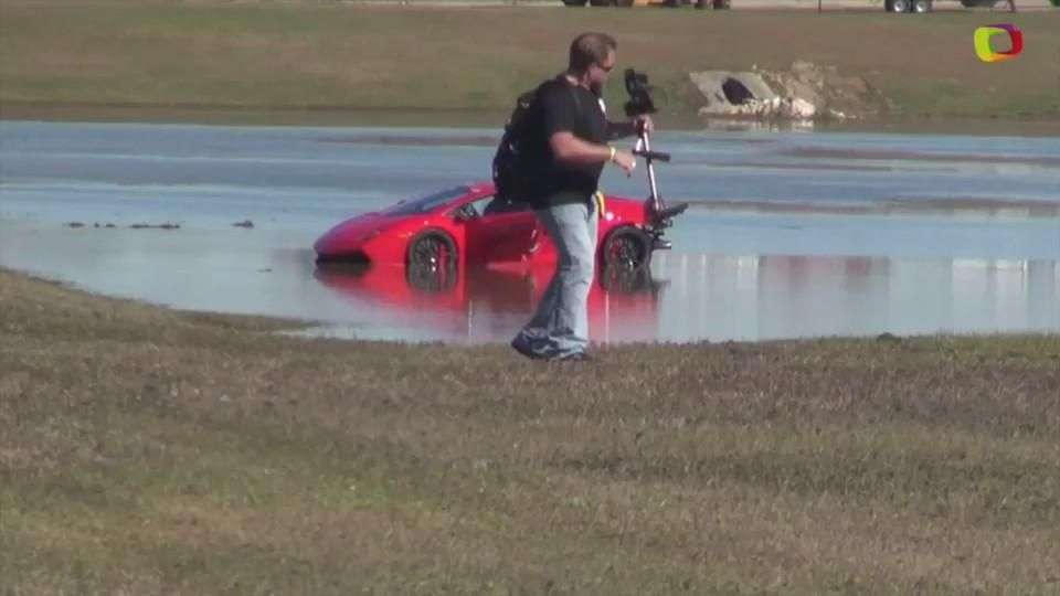 Video: Lamborghini de 2000hp dentro de un lago