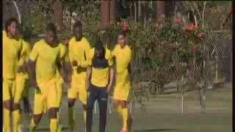 Ecuador entrena en LA para partido contra México