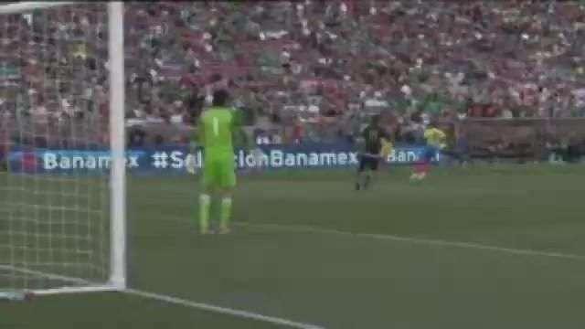 """Con gol de """"Chicharito"""" México vence a Ecuador por 1-0"""